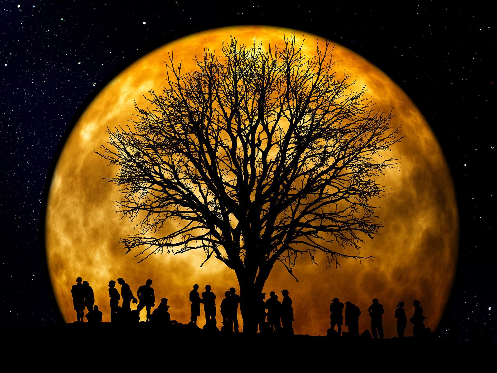 A spasso con la luna ai Prati di Mugnano
