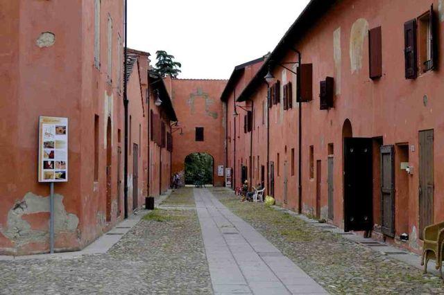 Visita-guidata-al-Borgo-di-Colle-Ameno-e-all'Aula-della-Memoria